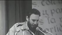 Fidel Castro legge la lettera d'addio di Che Guevara