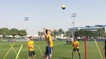 In allenamento la Juventus gioca a pallavolo: Hernanes schiaccia su Cuadrado
