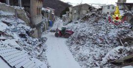 Cade la neve su Amatrice, devastata dal terremoto