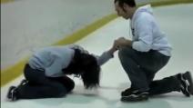 La proposta di matrimonio sulla pista di pattinaggio