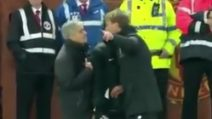Manchester United-Liverpool, lite furiosa tra Mourinho e Klopp nel finale