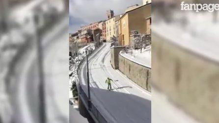 Avellino, strade trasformate in piste da sci: discesa libera nel centro cittadino