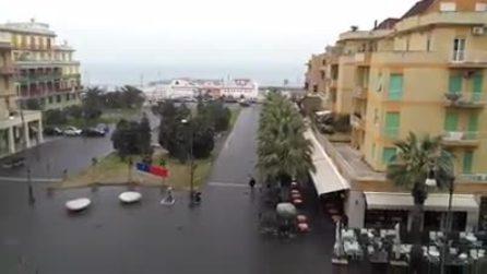 Roma, cadono i primi fiocchi di neve sul litorale di Ostia