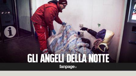 """Il lavoro degli """"angeli della notte"""" tra i senzatetto che rischiano di morire di freddo"""