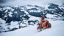 Marquez con la Honda MotoGp sulla neve