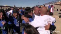 Confine Messico-Usa, abbracci e lacrime tra le famiglie divise