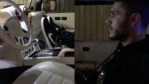 Icardi gioca comodamente alla Play Station nella sua enorme macchina dorata, Wanda Nara riprende