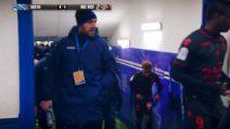 Insulti a Balotelli dall'allenatore avversario, l'attaccante italiano risponde e va via