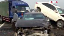 Cina, nebbia in autostrada: 27 veicoli coinvolti in un maxi tamponamento