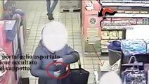 Derubano una 60enne in un negozio a Padula (Salerno), il furto delle donne ripreso dalle telecamere