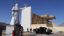 Messico, una statua di Papa Francesco al confine con gli Usa simbolo di pace contro tutti i muri