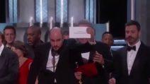 """Oscar, la clamorosa gaffe dell'annuncio del miglior film: """"Vince La La Land, anzi Moonlight"""""""