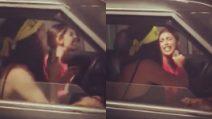 Gli auguri originali di Belen alla sorella: cantano a squarciagola in macchina