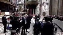Papa a Milano, il saluto ai religiosi disabili in Duomo