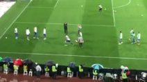 Higuain torna a Napoli da avversario: i tifosi lo insultano durante il riscaldamento