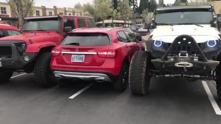 Risultati immagini per auto parcheggiate troppo vicine