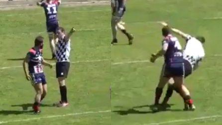 Colpisce l'arbitro con un pugno: il giocatore di rugby rischia la squalifica a vita