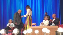 Maurizio Costanzo ballerino inedito con Ambra Angiolini