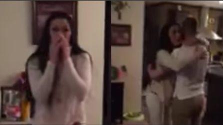 La donna non riesce a credere ai suoi occhi: la sorpresa per la festa della mamma