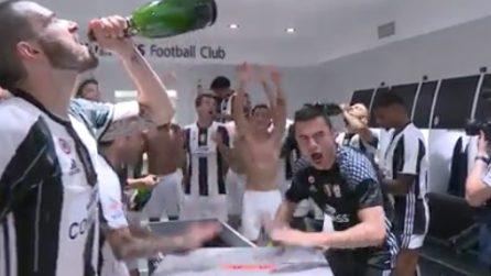 Juventus vince lo Scudetto: festa e champagne a fiumi nello spogliatoio