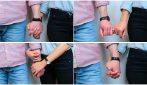 Come dai la mano al tuo partner? Ecco cosa rivela sul vostro rapporto