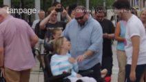 Fa una sorpresa speciale alla moglie malata di Sclerosi Multipla: un flashmob commovente