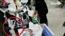 Rapinava negozi con pistole e coltelli: responsabile di 5 colpi