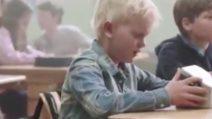 A scuola senza pranzo, la sorprendente reazione dei compagni: lo spot norvegese commuove tutti