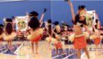 Le piccole ballerine si schierano e ha inizio lo show: la danza tahitiana vi ipnotizzerà