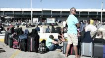 Kos, turisti si riversano all'aeroporto dopo il sisma