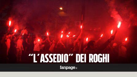 """Terra dei fuochi, cento torce accese sotto la Regione Campania: """"Portiamo i roghi a casa di De Luca"""""""