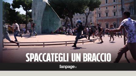 """Roma, caccia al rifugiato. Un funzionario di polizia: """"Spaccategli un braccio se tirano qualcosa"""""""
