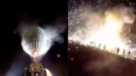 La mongolfiera si solleva sulla folla: l'esplosione è assurda