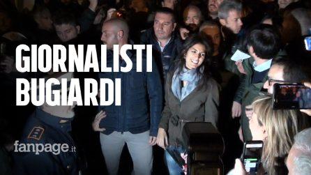 """M5s manifesta per Virginia Raggi, piazza piena a metà e cori contro i giornalisti: """"Bugiardi"""""""