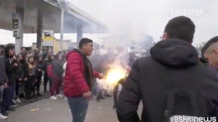 Luigi Di Maio a Pomigliano d'Arco, cori e striscioni di protesta degli studenti