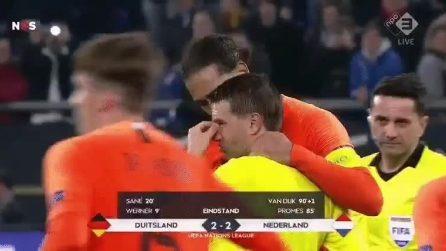 Finisce la partita e l'arbitro piange a dirotto: è morta la madre e Van Dijk lo conosola