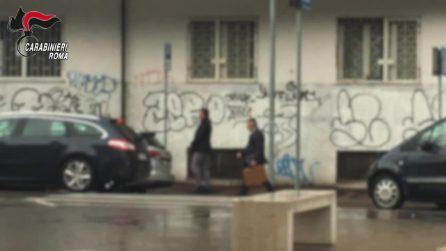 """""""Un carabiniere le sta riportando soldi e gioielli rubati"""". Così hanno truffato centinaia di anziani"""