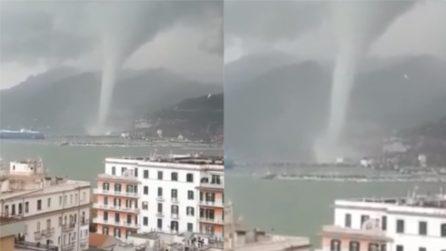 Salerno, la tromba d'aria vicino la costa: le immagini impressionanti