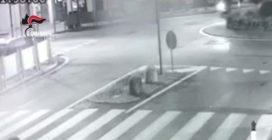 """Chieri, travolge motociclisti e scappa """"per paura"""": denunciato pirata della strada"""