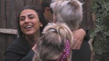 GF Vip 2018: Giulia Salemi emozionata per l'aereo della mamma, Francesco Monte la coccola