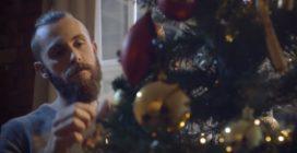 Lo spot di Natale realizzato con soli 50 euro commuove tutti: impossibile non emozionarsi