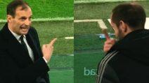 Allegri ha qualcosa da dire a Chiellini, poi il gesto del difensore ripreso da un tifoso