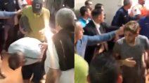 Boca, l'arrivo dei giocatori dopo l'attacco sul pullman: alcuni sono feriti