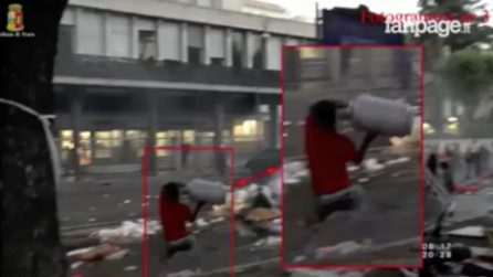 Roma, scontri polizia-rifugiati in piazza: le immagini delle persone arrestate nel video della questura