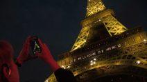 Musica e luci, la Tour Eiffel festeggia 300 milioni di visitatori