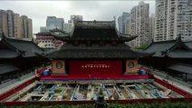 Shanghai, troppi turisti e il tempio buddista viene spostato di 30 metri: lo spettacolare timelapse