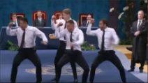 La Haka in camicia e cravatta per la regina spagnola: l'eleganza degli All Blacks