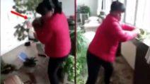 É convinta che il marito la tradisca e impazzisce di rabbia: la furiosa vendetta della moglie