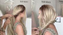 Inizia a intrecciare i capelli e realizza un'acconciatura da sogno