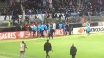 Evra viene contestato e perde la testa: calcio in faccia a un tifoso